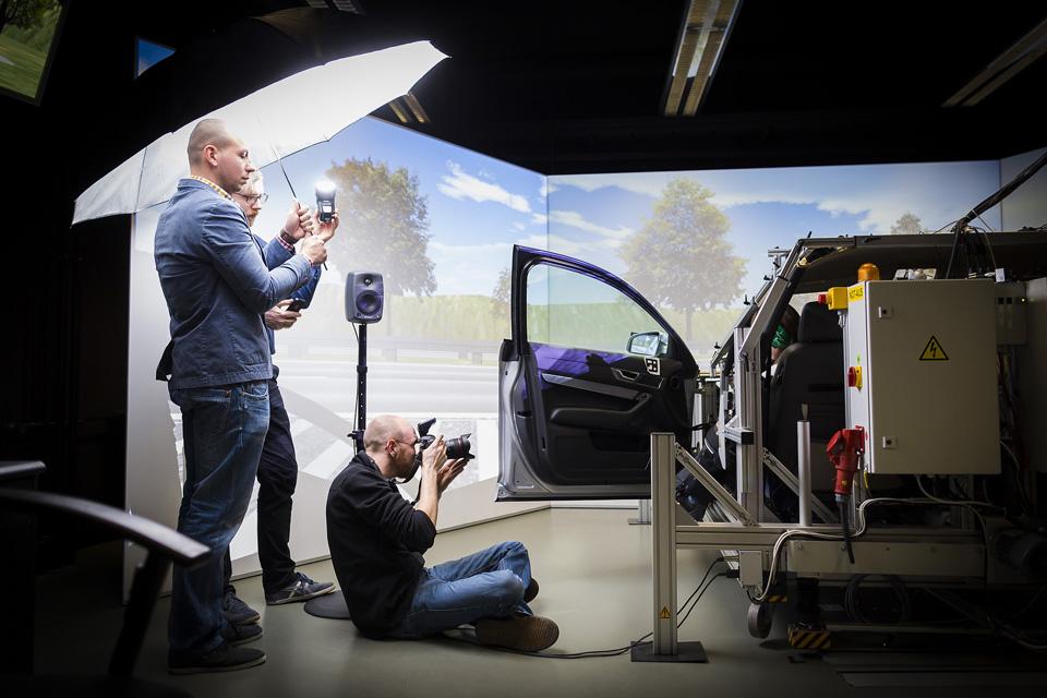 Portraitfotografie vor Ort - Dekor- und Lichtverhältnisse werden präzise vorbereitet